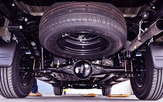 Крепление запаски под кузовом автомобиля